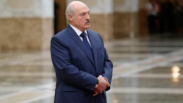 Батька Лукашенко, на зависть российским старикам, своих не кинет