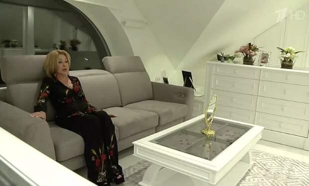 Любовь Успенская показала свой роскошный загородный дом за 400 000 долларов: 16 комнат и отдельные апартаменты для собаки