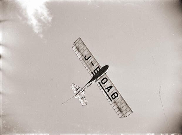 1930s Glider in Flight - J-BOAB