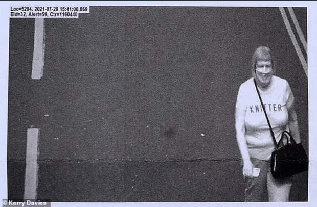 Британцев оштрафовали за нарушение ПДД из-за надписи на футболке