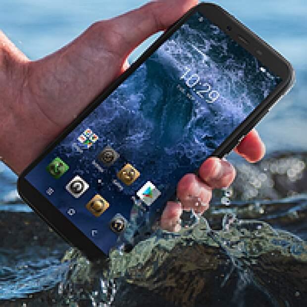 Россиянам рассказали, как спасти промокший телефон