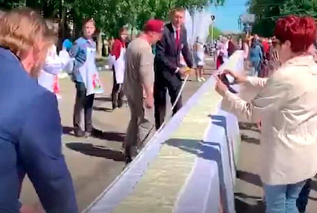 В Череповце приготовили 100 метровый бутерброд