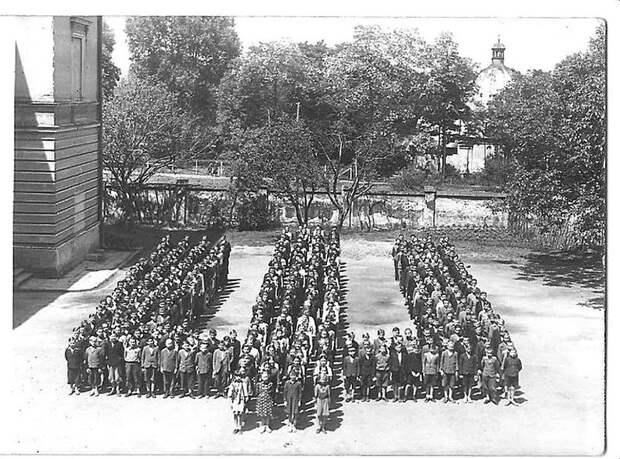 Украинская гимназия в Перемышле, 1942 год. Оттуда еще их нацизм. Весь Мир, история, фотографии
