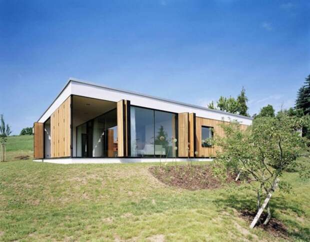 Современный деревянный дом, проект которого легко воплотить на юге Европы.
