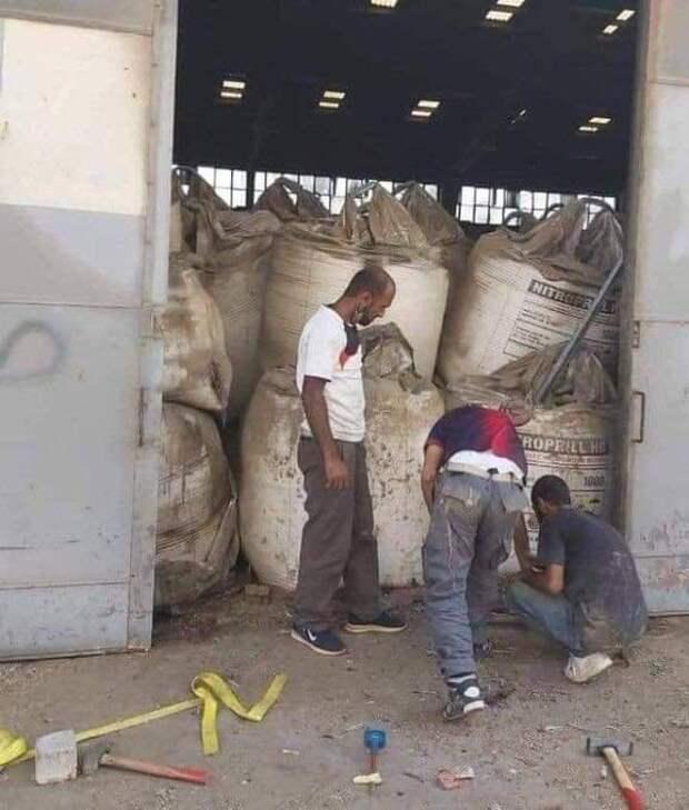 Широко разошедшаяся по сети фотография склада селитры, возможно, ставшего источником взрыва в Бейруте (недостоверно).
