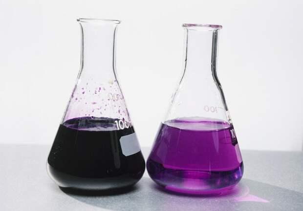 Чем темнее окраска раствора марганцовки, тем выше концентрация растворенного вещества