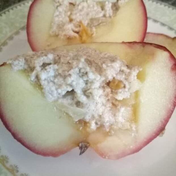 Фото рецепта - Печеные яблоки с творожно-ореховой начинкой - шаг 4