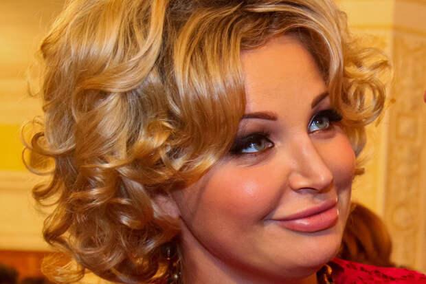 Сын и дочь Марии Максаковой подали на неё в суд