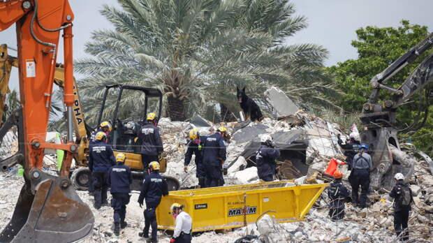 В США во Флориде за две недели не смогли разобрать завалы рухнувшего дома