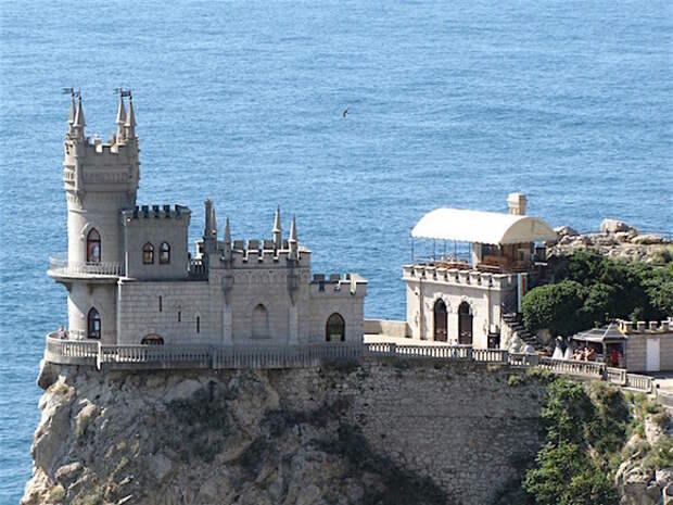 Москвичам посоветовали уехать на праздники в Крым или на юг России
