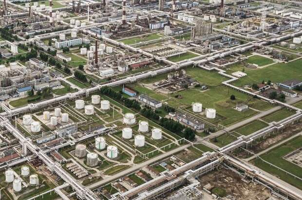 Белоруссия повысила тариф за прокачку российской нефти по трем направлениям