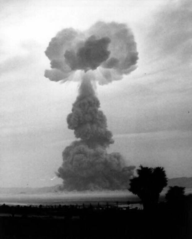 Как съемки на месте ядерного полигона обернулись кошмаром для съемочной группы