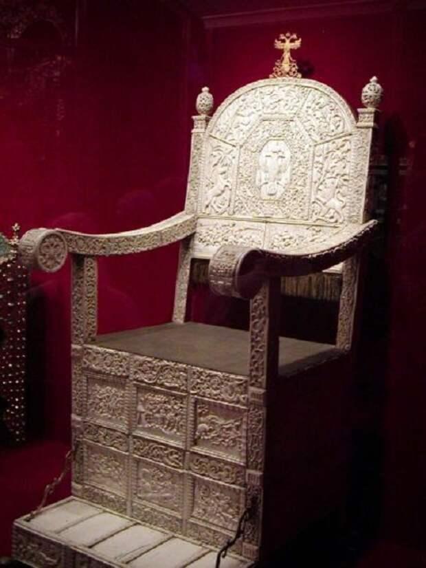 Костяной трон. Оружейная Палата