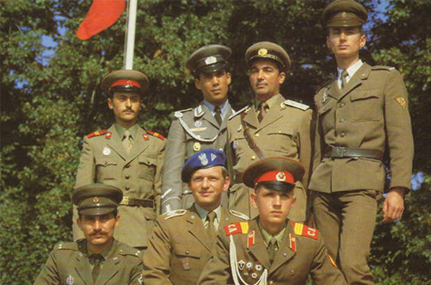 Варшавский договор развалился из-за предательства