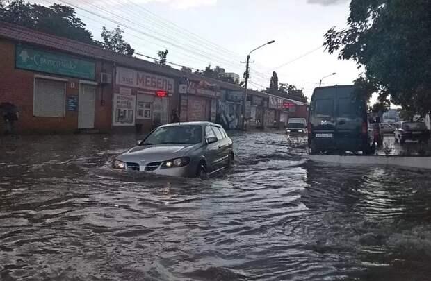 Ростуризм посоветовал операторам приостановить продажу туров в Крым из-за мощного циклона