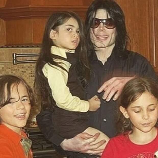 Старший сын Майкла Джексона отметил годовщину отношений со своей девушкой