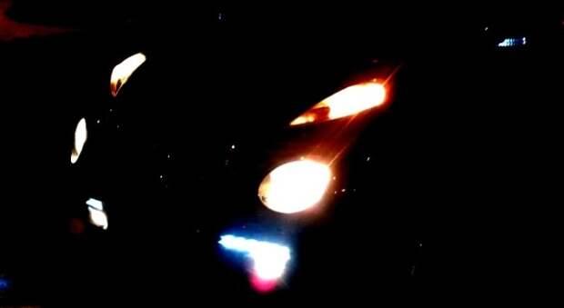 Мало какой автомобиль может похвастаться такой батареей из ламп.   Фото: drive2.ru.