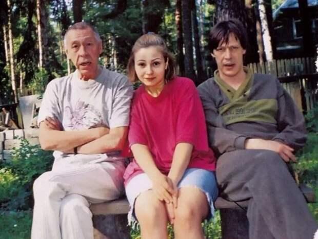 Олег Ефремов, Евгения Добровольская и Михаил Ефремов. / Фото: www.yandex.net