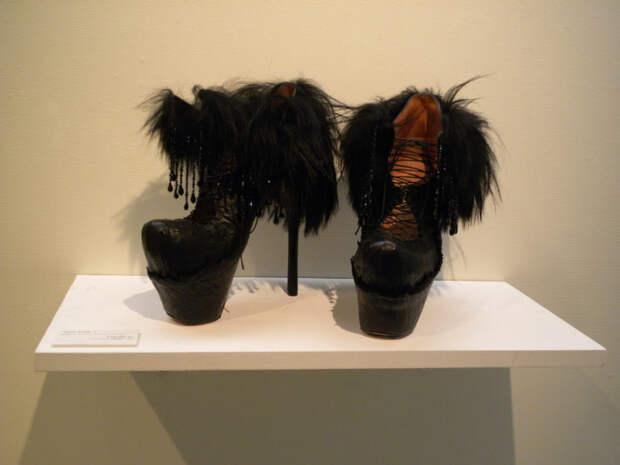 Самая необычная и странная обувь, которая вас поразит