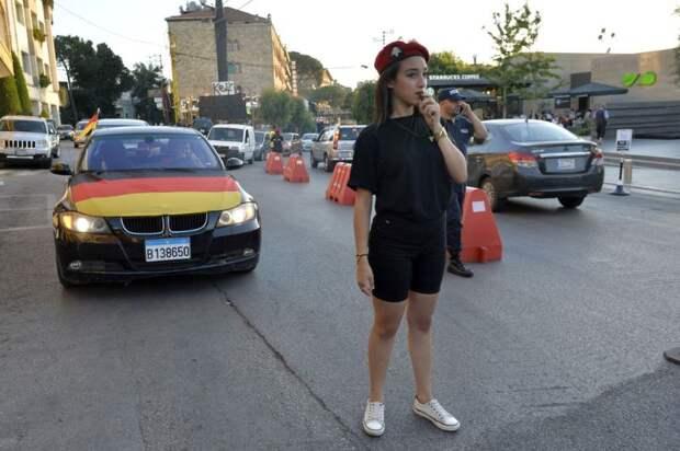 Новая форма ливанских девушек-полицейских: мини-шортики и обтягивающие футболки