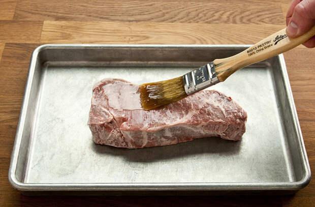 Жарим мясо без масла: готовим только за счет внутреннего сока