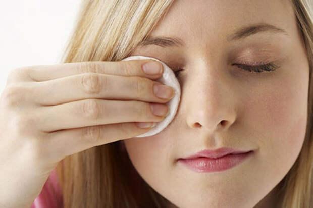 Гигиеническую помаду можно использовать в качестве закрепителя для макияжа. /Фото: tabnakbato.ir