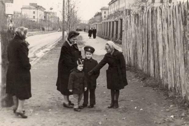 Фото дня: улица Маршала Новикова в конце 50–х
