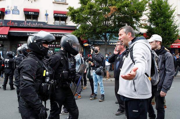 """Протесты против """"пропуска здоровья"""" прошли по всей Франции"""