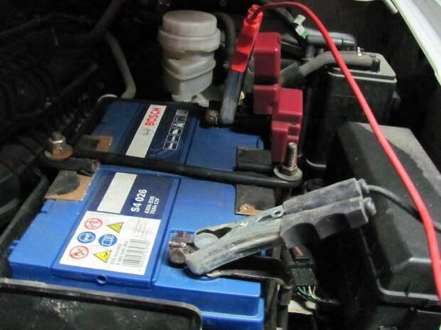 Можно ли заряжать аккумулятор, не снимая АКБ с машины
