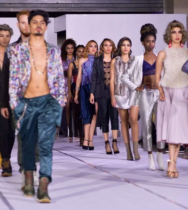 Ну или вот про моду, например. Объясните мне, я не понимаю.