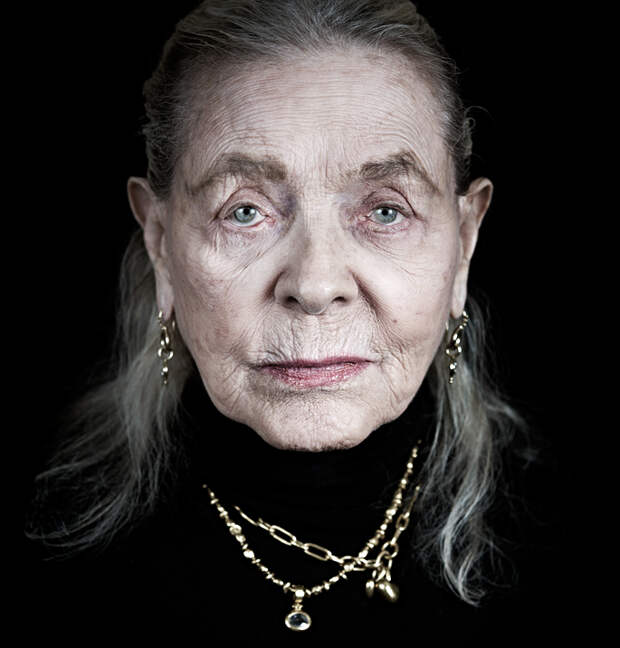 Portrait of Lauren Bacall by Andy Gotts 2012.jpg