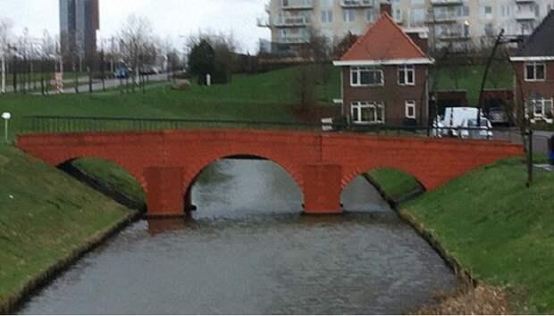 Вот так «средневековый» мост выглядит на фоне современного городского ландшафта (Spijkenisse, Голландия). | Фото: bugaga.ru.