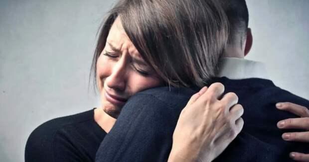 «Обнять иплакать»: как появилась популярное усовременной молодежи выражение