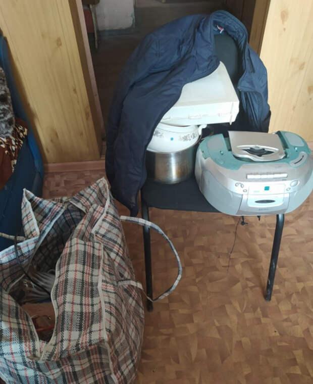 В Тверской области местный житель обчистил квартиру молодой девушки