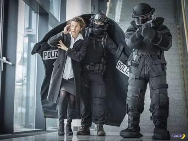Герр полицай расправил крылья