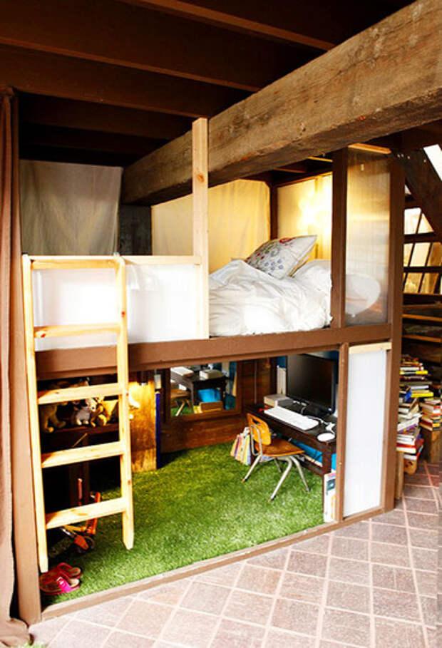 Идея для маленькой спальни: кровать чердак