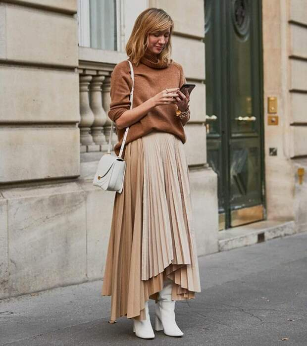 Несколько стильных юбок-миди, которые уже покупают модные женщины 50+ на эту весну