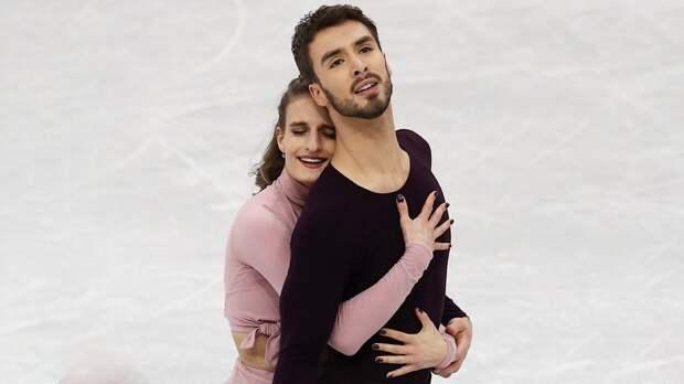 Лучший вмире фигурист-танцор Сизерон признался, что онгей. Костомаров критиковал его заотсутствие мужественности