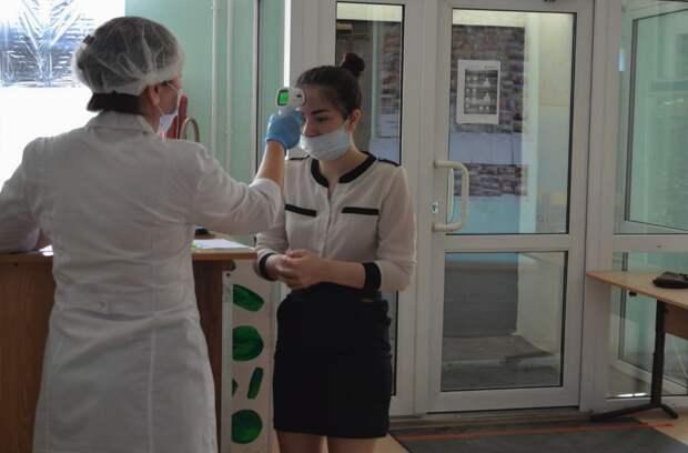 Зараженных коронавирусом людей начали выявлять в школах Симферополя