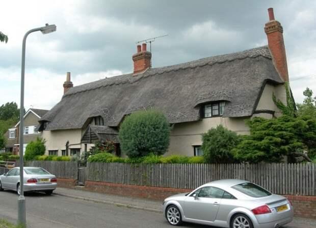 Иметь дом с такой крышей очень престижно. /Фото:trasyy.livejournal.com