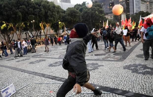 В Бразилии вспыхнули протесты после убийства чернокожего мужчины