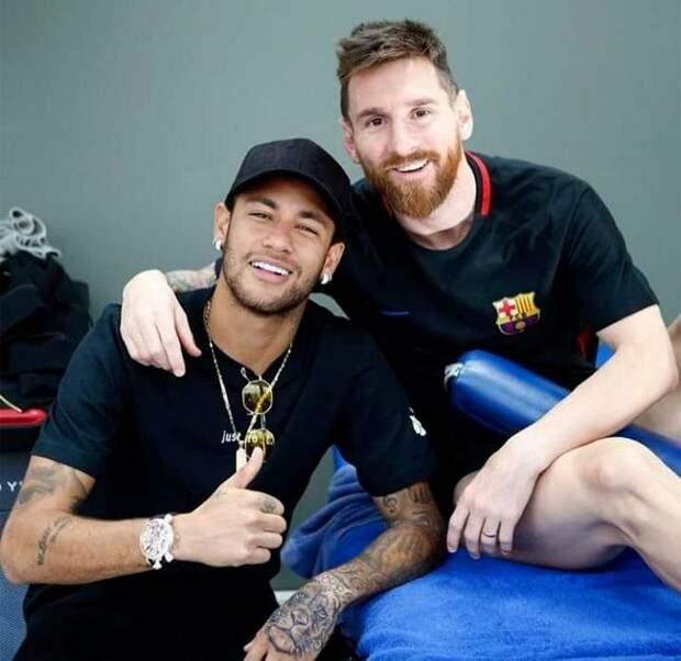 «Оставь Месси в покое, вор!» В «Барселоне» бесятся из-за заигрываний «ПСЖ» с Лео