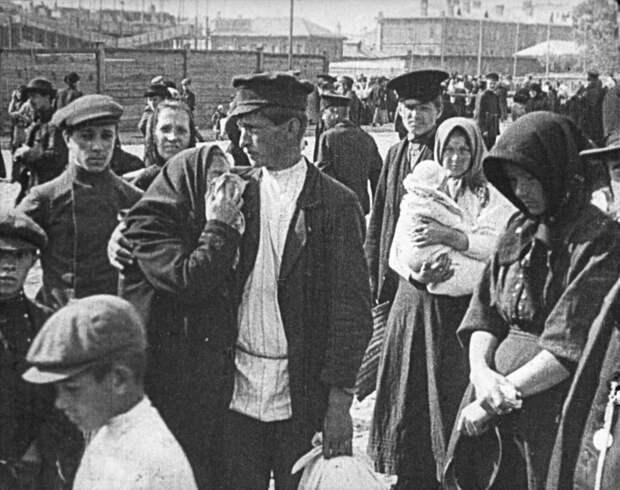 Мобилизация. Скоро вчерашние крестьяне займут позиции у пулеметов. / РИА Новости