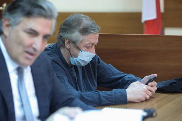 Экс-судья объяснил, какое наказание грозит Ефремову за«версии обинопланетянах»