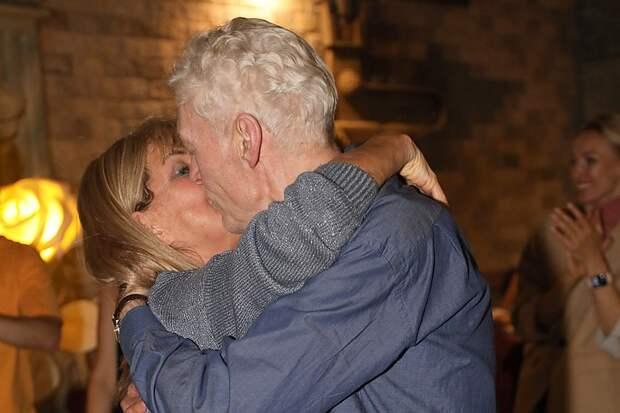 Страстный поцелуй Елены Прокловой и женатого Бориса Щербакова попал на фото
