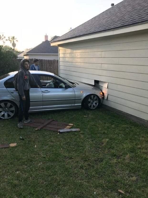 9. Прорубили новое окно! авто, водители, не до смеха, нелепая ситуация, смешно, фиаско