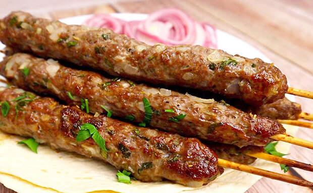 Люля-кебаб получается почти как мангале, но готовим в обычной кухонной духовке