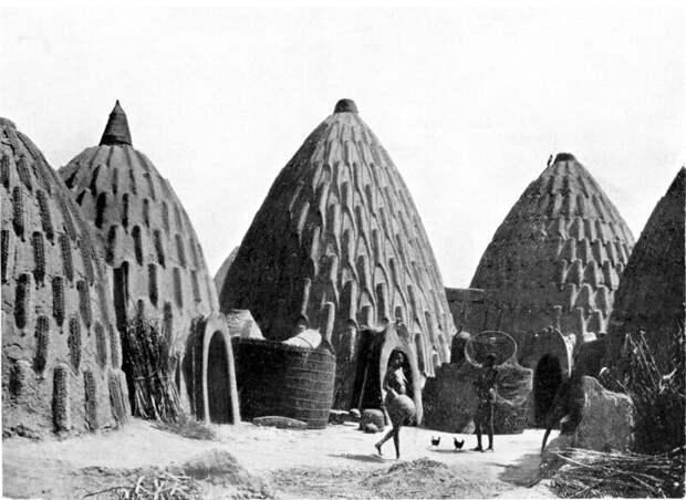 Сегодня этот поистине культовый шедевр африканской архитектуры практически исчез. Осталось только одно полное кольцо, один большой дом, стоящий в современном комплексе, и два места, где можно идентифицировать фрагменты хижин архитектура, африка, интересное, строительство, факты, шедевры