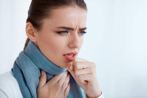 Кашель не только от простуды: 5 ранних признаков развития рака пищевода