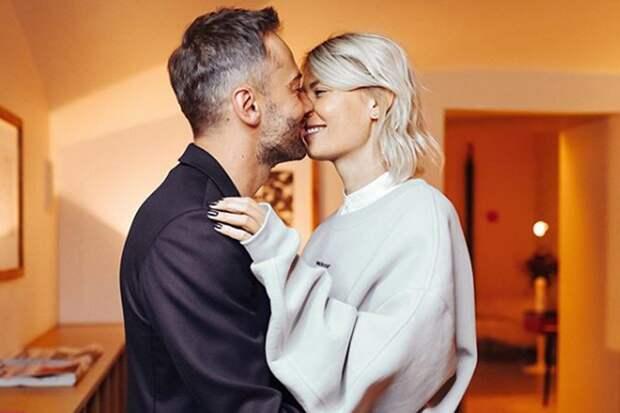 Шепелев опубликовал фото поцелуя со своей возлюбленной